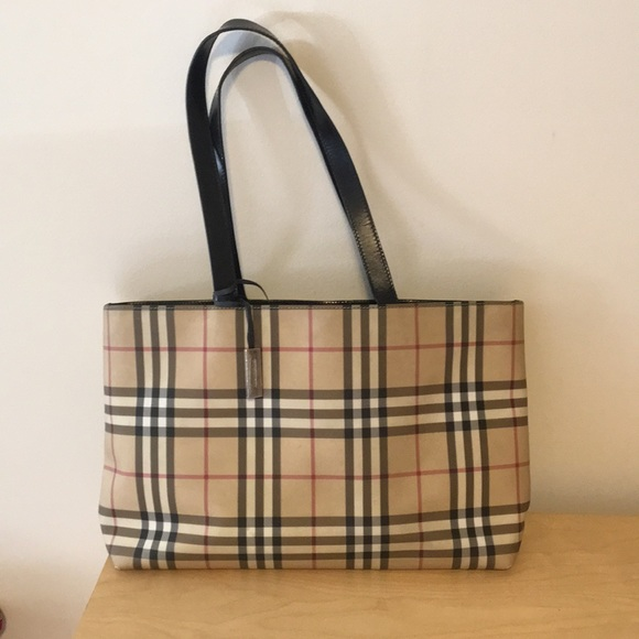 de5dd85ab827 Burberry Handbags - Authentic Burberry Tote in Great Condition!